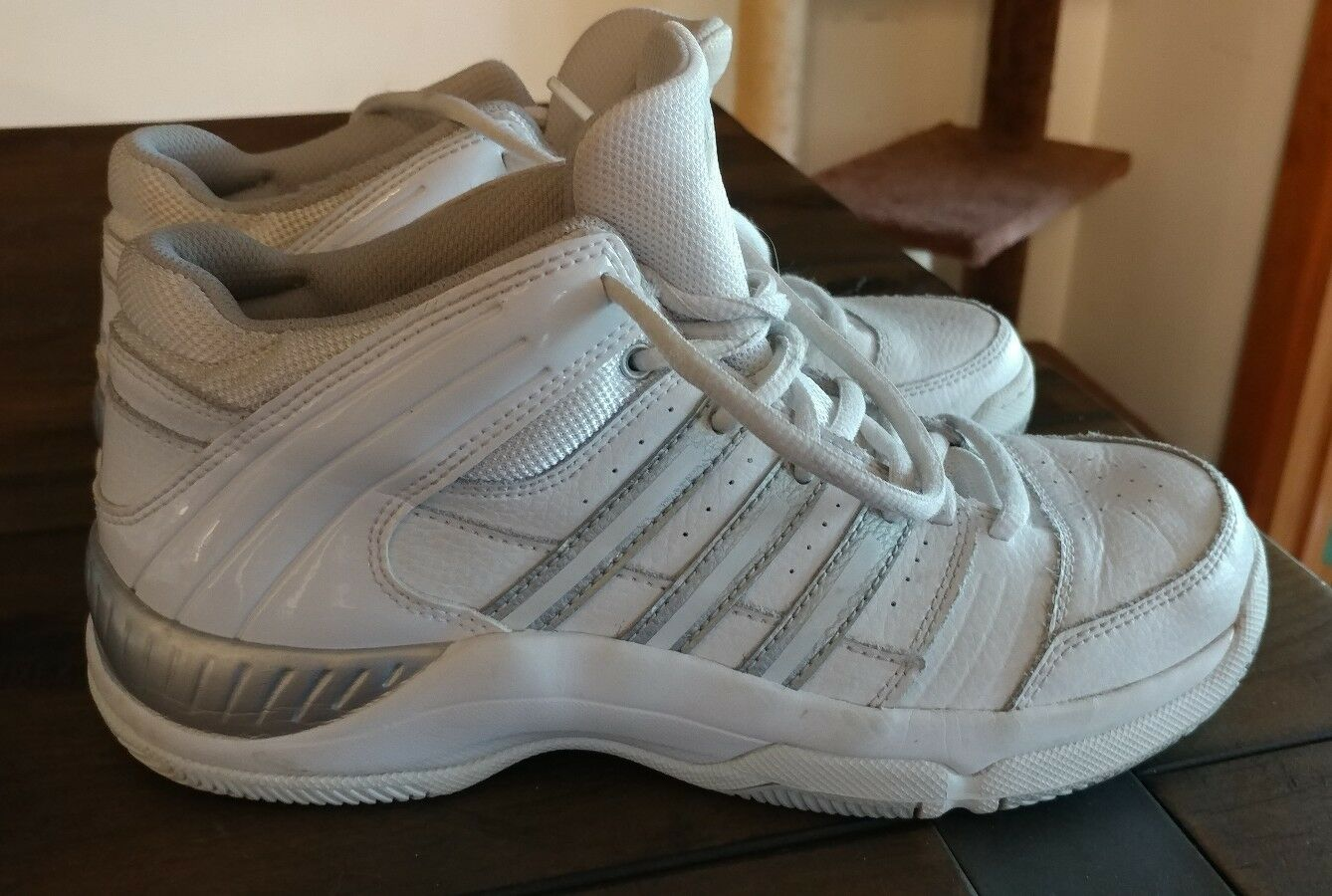 mens white 'Adidas' lace up athletic/basketball shoes size 6 Casual wild