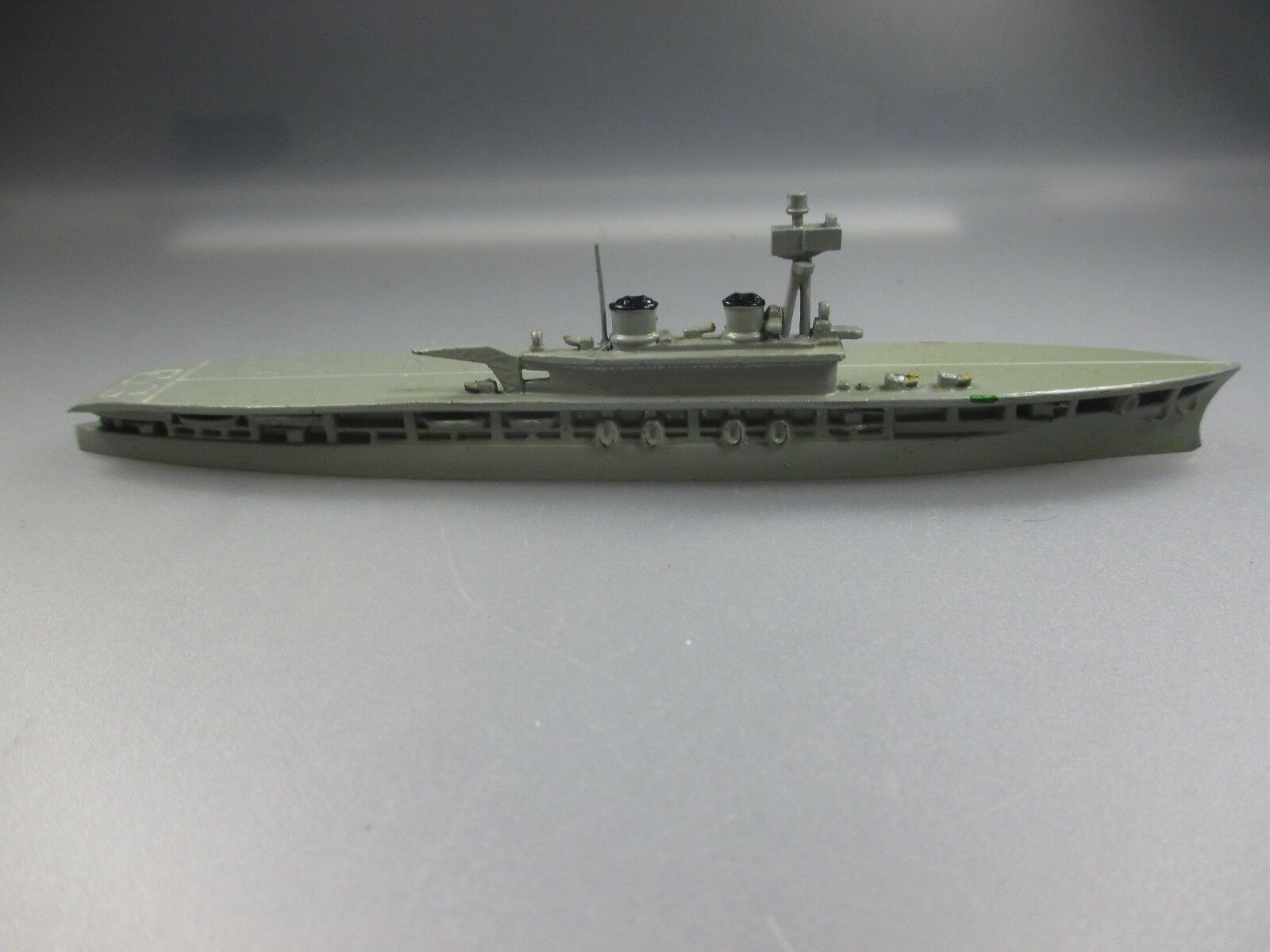 Wiking Flugzeugträger  Eagle , EG hds groß, groß, groß, sandgrau (Nr.11 NH7)  | Innovation  2588ac