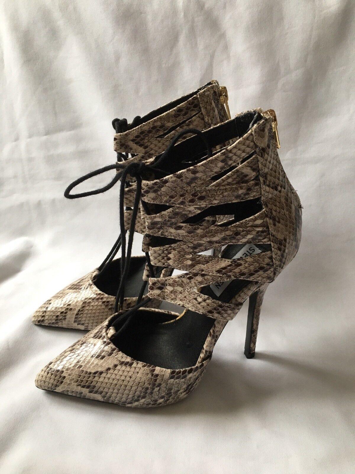 144e906b346 Steven Madden Madden Madden woman snake pattern heel shoes Size 5 ...