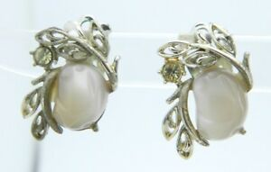 CORO-Beige-Molded-Thermoset-Rhinestone-Silver-Tone-Flower-Clip-Earrings-Vintage