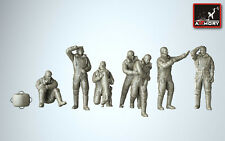 Armory Models 1/72 WWII R.A.F. CREWMAN IN HIGH ALTITUDE OUTFITS 8 Figure Set