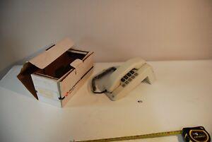 C132-Vintage-Retro-Phone-blanc-Administration