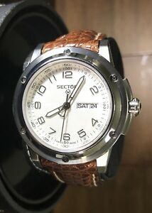 SECTOR-850-Swiss-Made-Men-s-Day-Date-Leather-Quartz-Watch-26511105045-10ATM-40mm