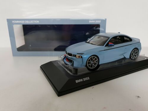 BMW 2002 Hommage Collection Iceblue wit M stripes Norev 1//18 dealer edition