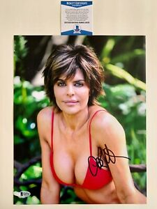Lisa-Rinna-Autographed-11x14-Photo-Signed-Sexy-Playboy-Model-With-Beckett-COA