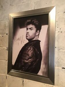A4-framed-poster-of-George-Michael-with-reproduction-autograph-Great-gift