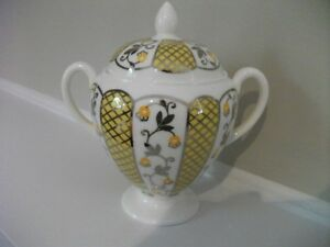 Wedgwood-bone-china-globe-shape-sugar-yellow-and-silver-S361