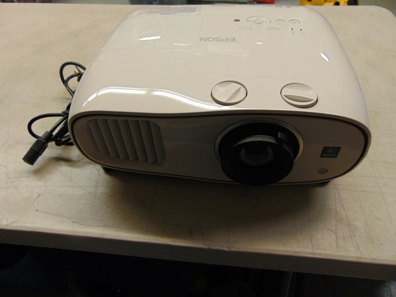jlin21221 Epson Home Cinema 3500 1080p 3D 3LCD Home Theater Projector