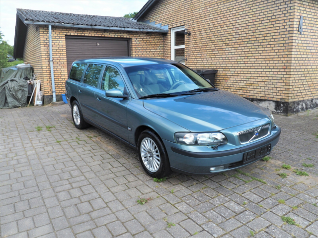 Volvo V70, 2,5 T Business, Benzin, 2004, km 141000,…