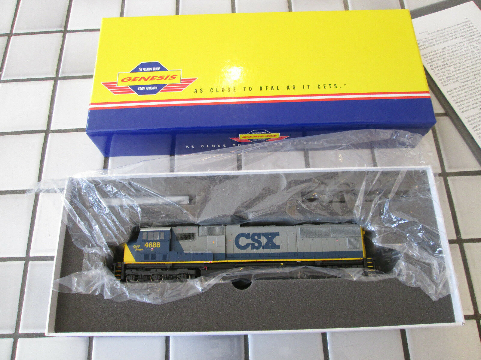 Athearn genesis CSX SPIRIT OF TAMPA SD70M powered engine HO scale