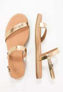 19cd5332163 Details about UGG AUSTRALIA BRYLEE SOFT GOLD PATENT LEATHER TOE POST  SANDALS - UK SIZE 5.