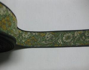 2351) Metri 1 di Passamaneria in tessuto verde a fiori alta cm. 3