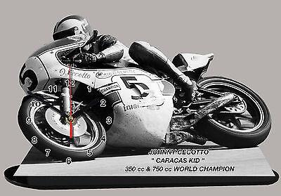 MOTO MINIATURE 01 MOTO GP EN HORLOGE YAMAHA KENNY ROBERTS
