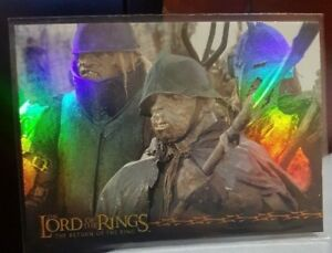 2003-TOPPS-LORD-OF-THE-RINGS-LoTR-RETURN-OF-THE-KING-5-SOLDIER-PRISMATIC-FOIL