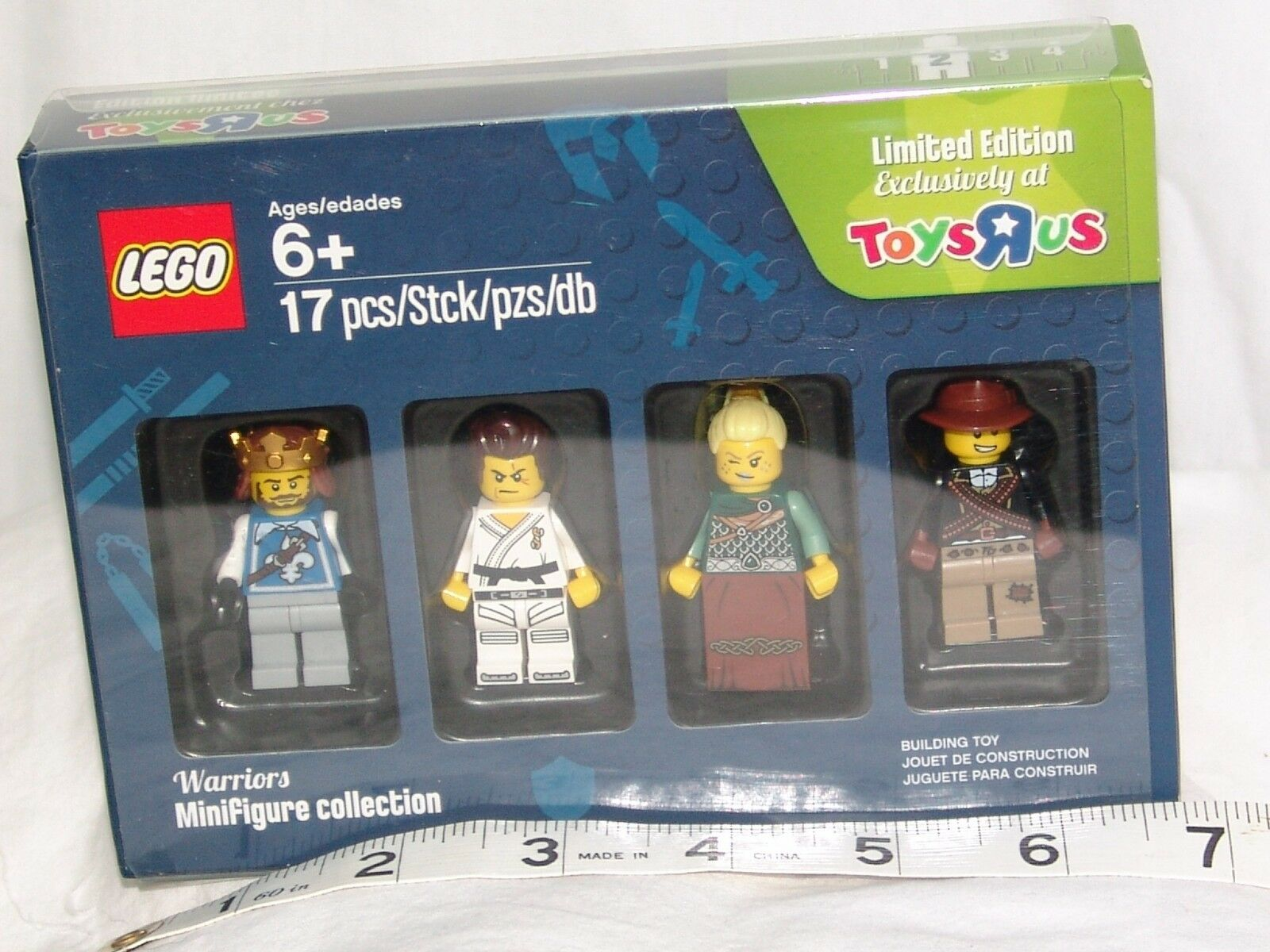 LEGO 5004422 Warriors Set 2 TOYS R R R US exclusive Minifigures 2016 new Open box 8a890e