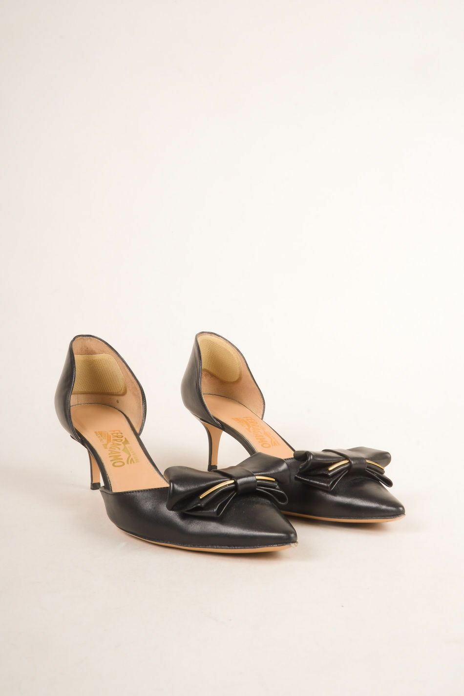 RARESalvatore Ferragamo Black Leather Pointed Toe Kitten Heel Bow Pumps