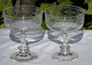 Lot-de-2-coupes-a-champagne-en-cristal-grave-XIXe-s