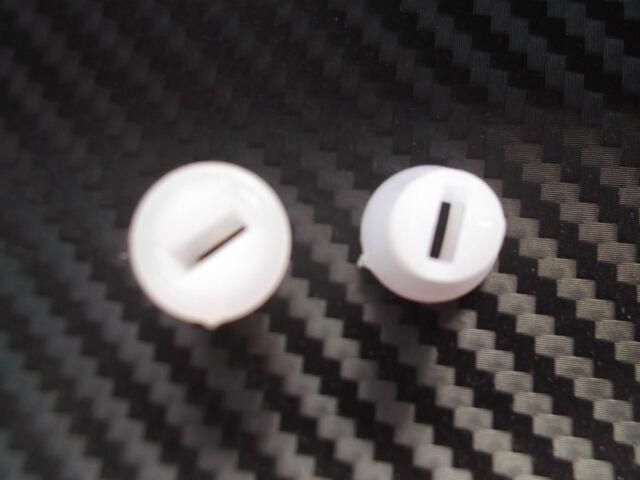 Vespa 50 N S L R V50 Special SS90 PV ET3 2 X Buchse Seitendeckel Seitenklappe
