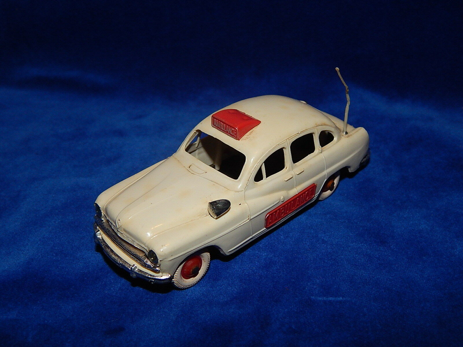 NOREV - ANCIENNE (CHASSIS TOLE) - VEDETTE 54 AMBULANCE