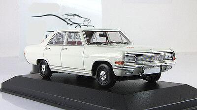 Minichamps 1:43 Opel capitán 1964-White