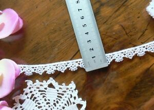 Guipure-Flower-Lace-WHITE-12mm-wide-2-Metre-Lengths-L3054-Green-Tara