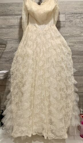Vintage 1950s Wedding Dress w/ Beaded Headpiece V… - image 1