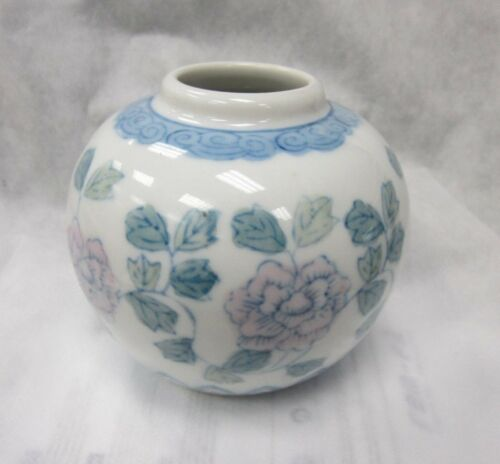 "PORCELAIN VASE WITH HANDPAINTED ROSES ANN LEAV ES 4"" TALL WITH A 4"" DIAMETER"
