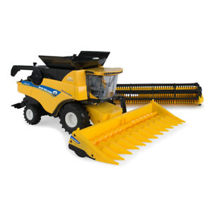 Details about 1:32 New Holland CR8 90 Combine w/ 12 Row Corn Head  ERTL  ERT13898