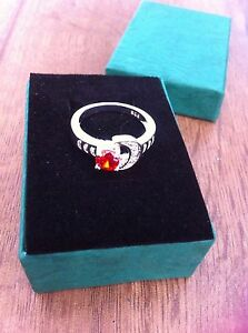 Stunning-9Ct-White-Gold-Filled-Crescent-Moon-Red-Ruby-CZ-Ring-Size-039-P-039