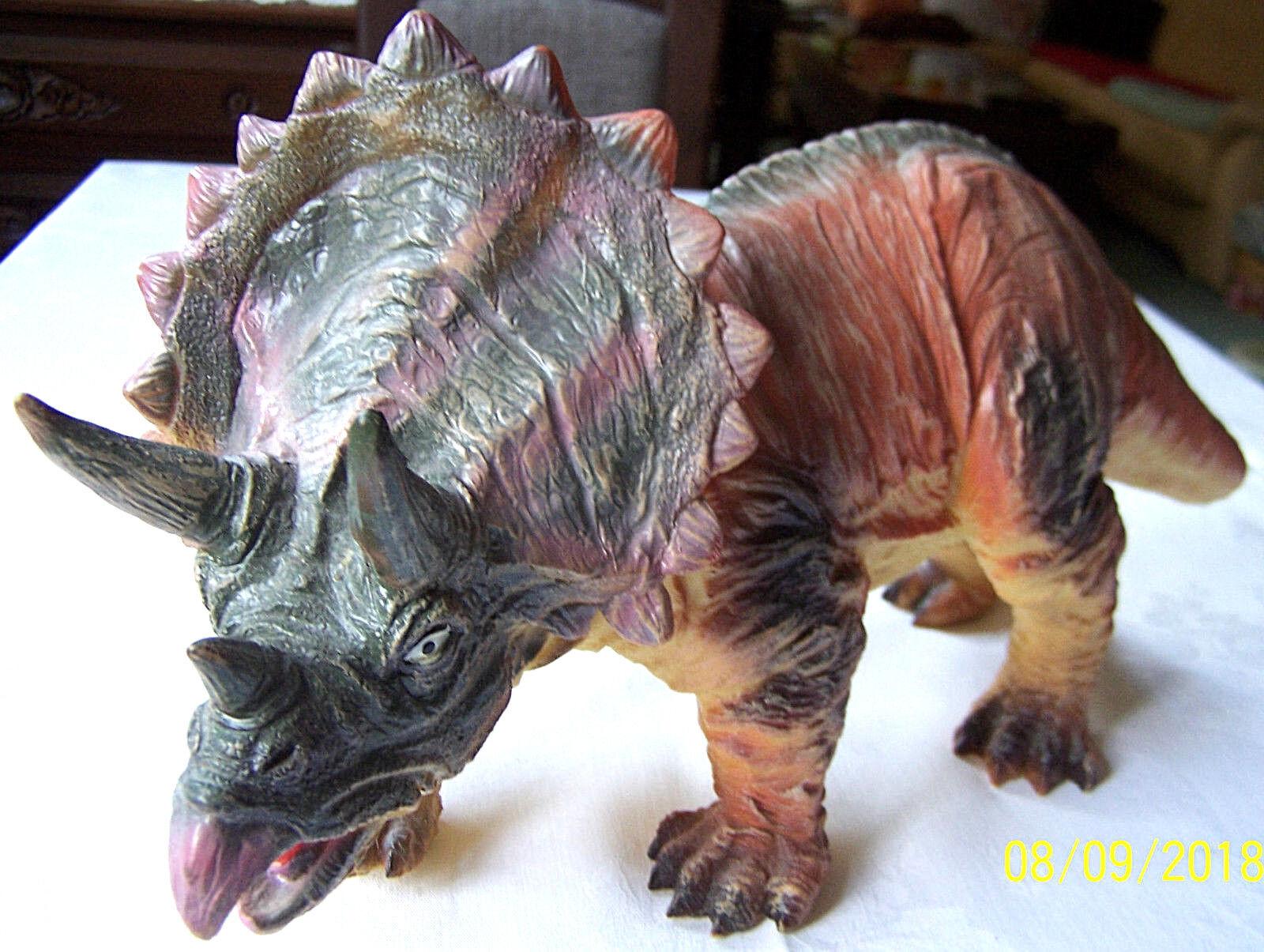 Triceratops personaggio-Fast Champs-altezza 21 cm-Lunghezza ca. 46 cm-molto bella-Top
