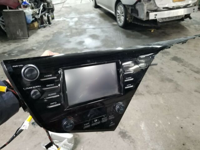 Toyota Camry Radio OEM 2018 2019  Audio Display And Receiver 86140-06440 Used