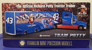 THE-OFFICIAL-RICHARD-PETTY-TRACTOR-TRAILER-1-43RD-SCALE-FRANKLIN-MINT-DIE-CAST