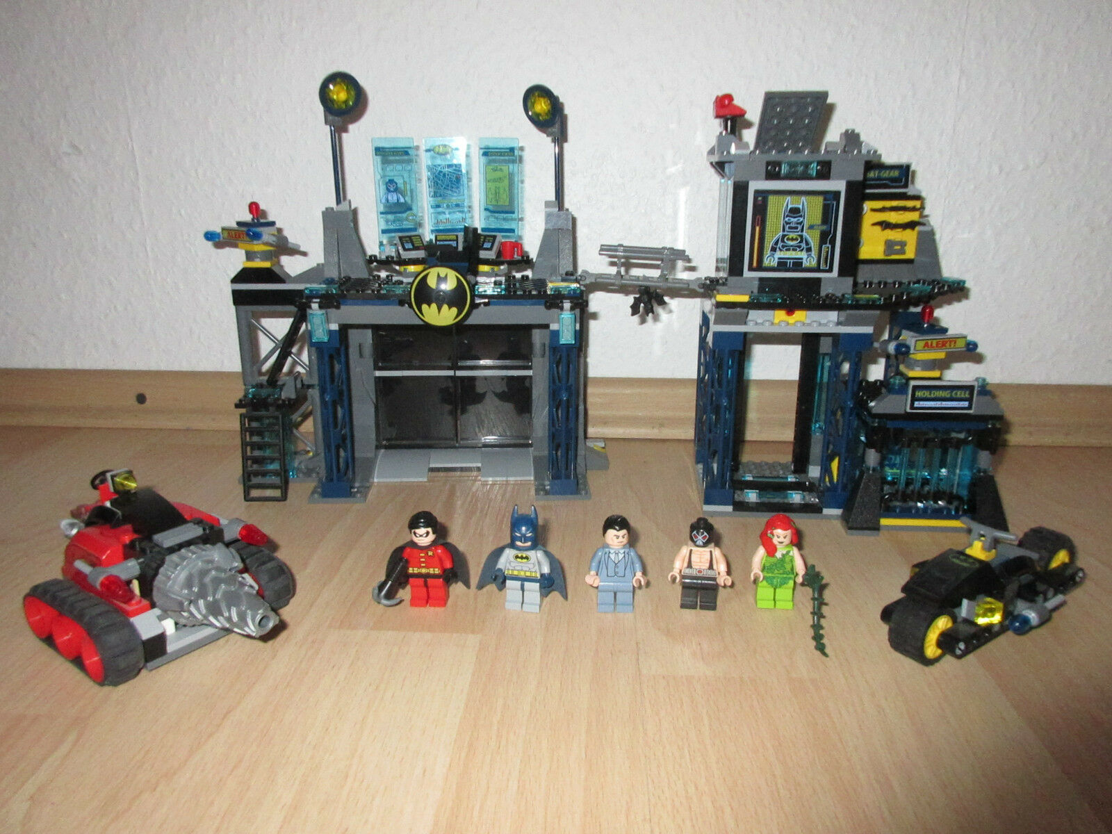 LEGO Super Heroes 6860 - The Batcave (6860)