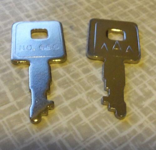 2 Gibson Guitar case keys for 1968-72 Large square case Les Paul SG Original