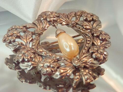 Detailed Ornate Heart Rhinestone Dangling Faux Pe… - image 1