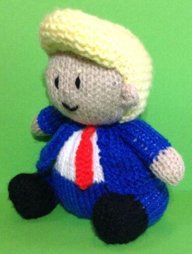 Knitting Pattern-Donald Trump ispirato Choc Arancione Copertura//15cms Presidente giocattolo