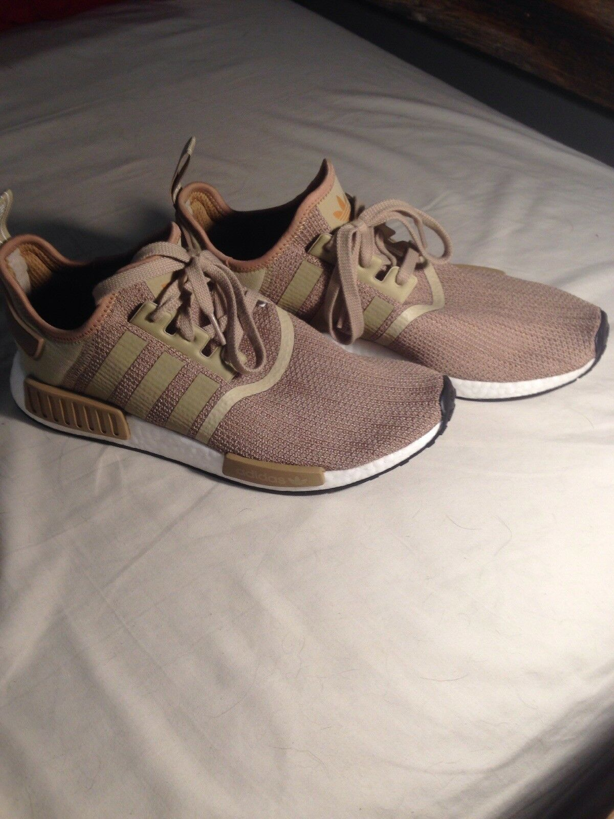 Brand New Cream Addias nmd R1