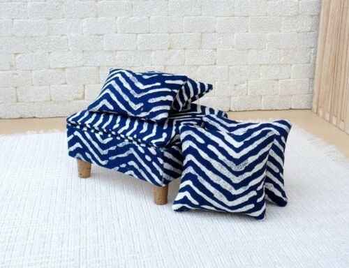 1//6 scale Doll house ottoman with 4 matching pillows in Blue//White   pattern