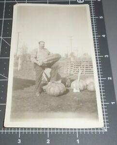 1910-039-s-LODI-California-CA-Frank-Crowe-HUGE-PUMPKIN-Ax-MAN-Vintage-Snapshot-PHOTO