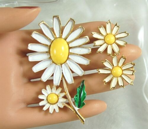 Vintage Designer Signed WEISS Summer DAISY Flower Brooch Pin & Clip Earrings