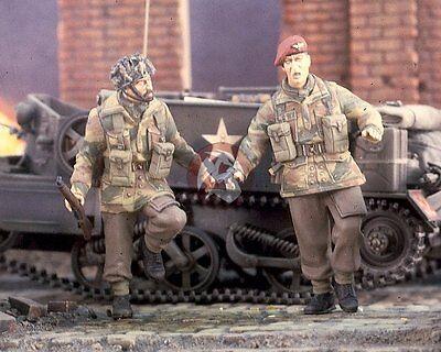 Verlinden 1//35 British Airborne Paratroopers in Arnhem WWII 2 Figures 2629