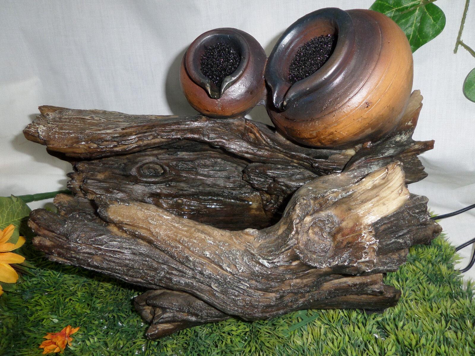 Zimmerbrunnen Baumstamm mit zwei Krügen