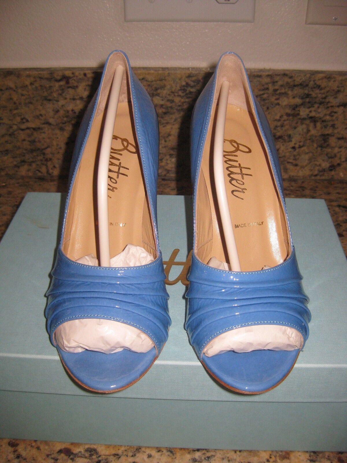 vendita outlet online NIB Butter Glitz blu blu blu Patent Leather Open Toe Leather Pump Dimensione 7 3.5  Heel M  alta qualità e spedizione veloce