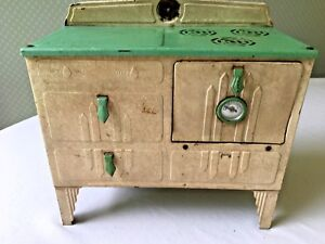 Vintage-Childs-Electric-Stove-Toy-Green-Tan-Kingston-Products-312-2