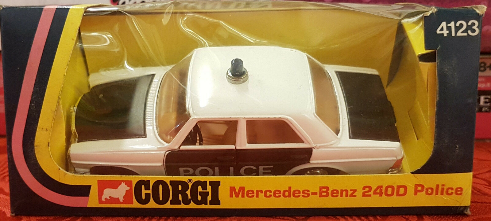 CORGI - Mercedes-Benz 240D Police (1975) - 4123 - MADE IN GREAT BRITAIN