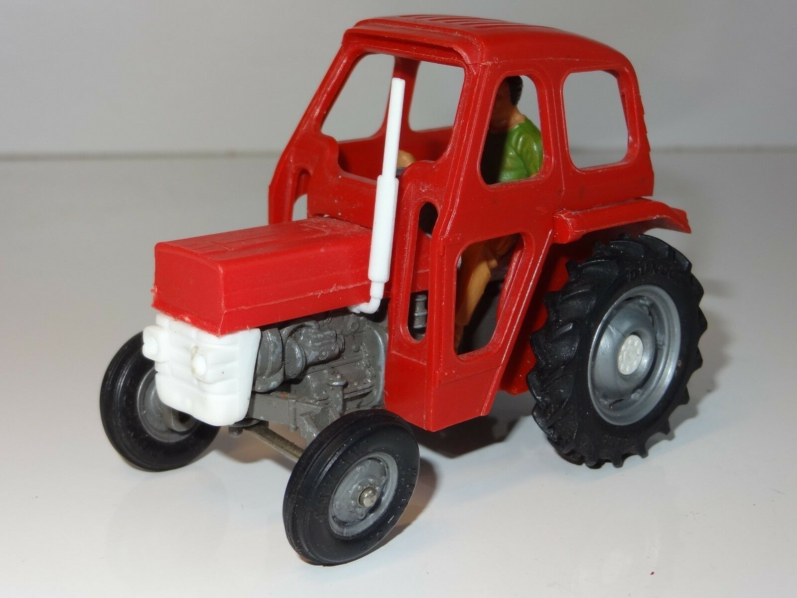 Britains MASSEY FERGUSON 135 TRACTOR WITH CAB - 9529