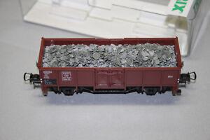 Trix-23946-2-Achser-Hochbordwagen-Omm46-mit-Schotterladung-DB-Spur-H0-OVP