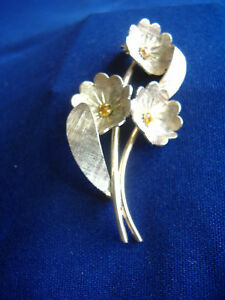 VINTAGE-NAPIER-STERLING-SILVER-3-BLOOM-FLOWER-PIN-SET-WITH-AMBER-STONES