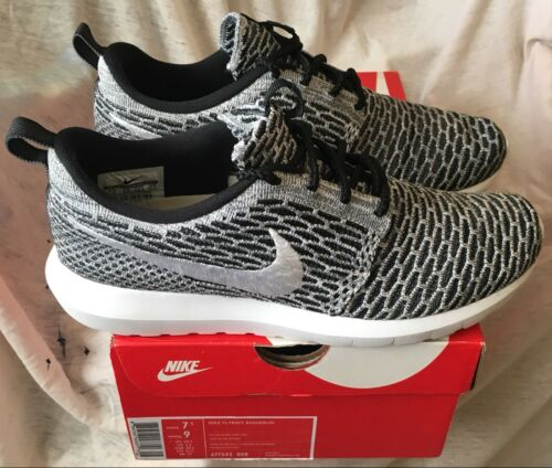 Roshe 677243 Bianco Grigio Run Nike 6 5 008 scuro Flyknit Uk Nero 5qw7nx0n