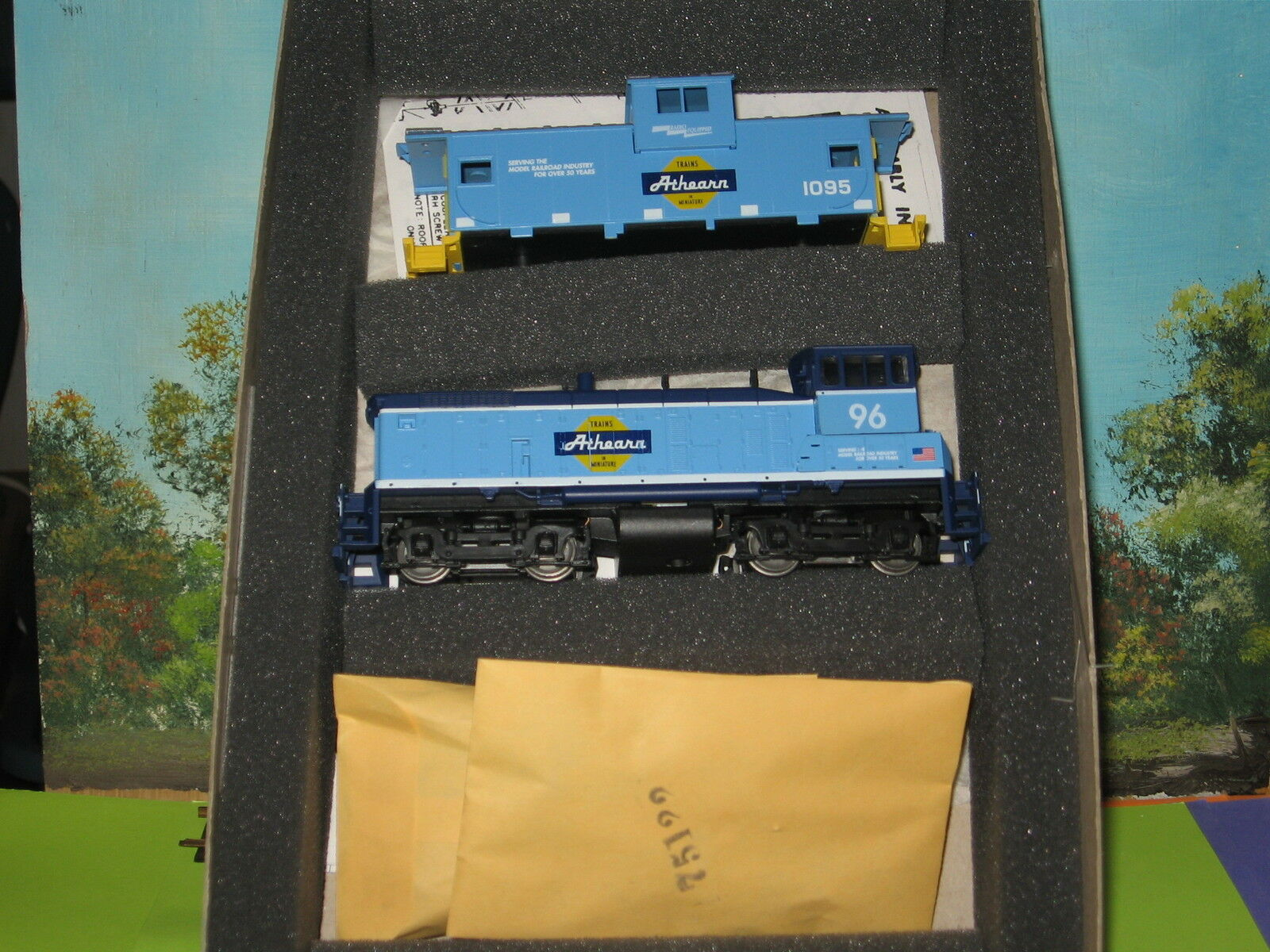 ATHEARN HO SCALE  2200 SPECIAL EDITION SW 1000 & CABOOSE